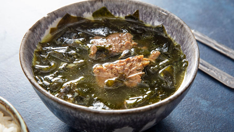 Korean Seaweed and Brisket Soup ( Miyeok-Guk ) Recipe