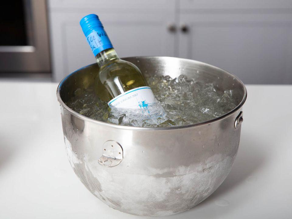 20190808-chilling-wine-bottle-vicky-wasik-6