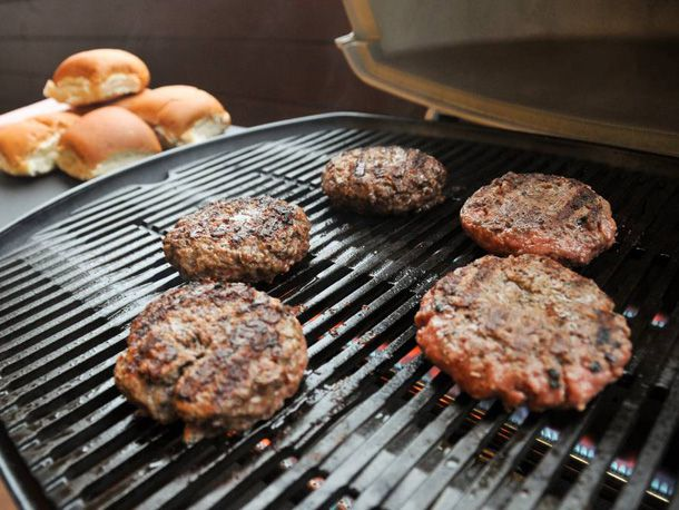 20100401-gas-grilling-large.jpg