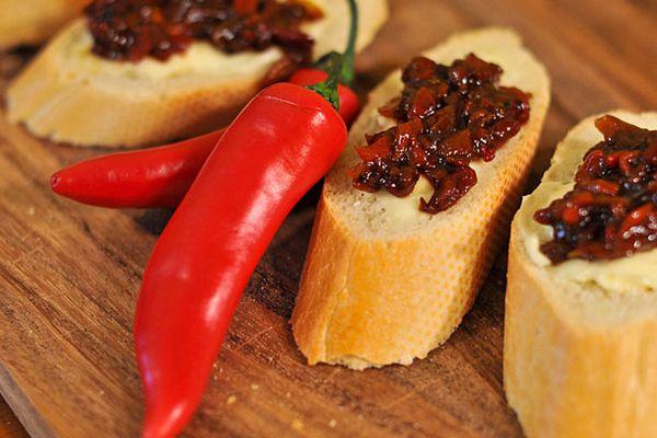Hot chili chutney