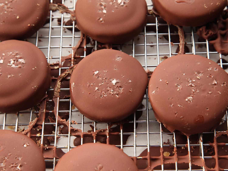 20141207-shortbread-cookie-caramel-chocolate-twix-recipe-16.jpg