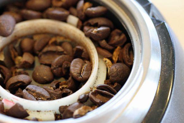 040312-199794-coffee-grinder-maintenance.jpg