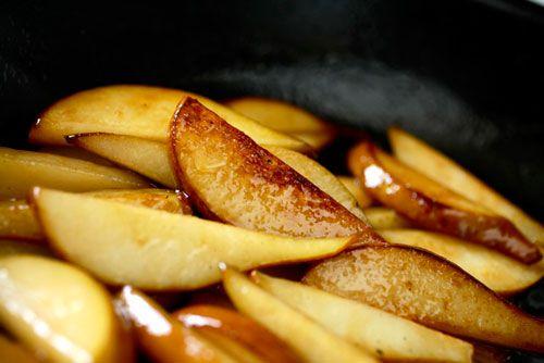 20111102-roasted-pear-pomegranate-hazelnut-salad-2.jpg