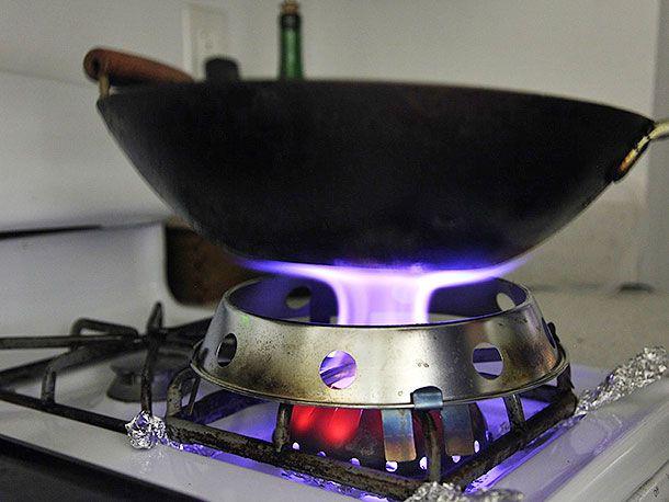20140423-wok-mon-testing-food-lab-4.jpg