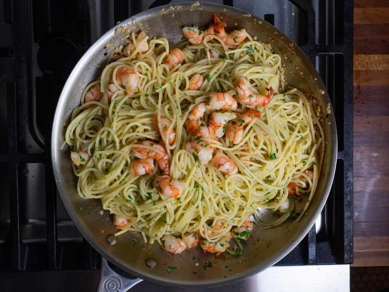20210204-shrimp-scampi-pasta-sauce-daniel-gritzer-11