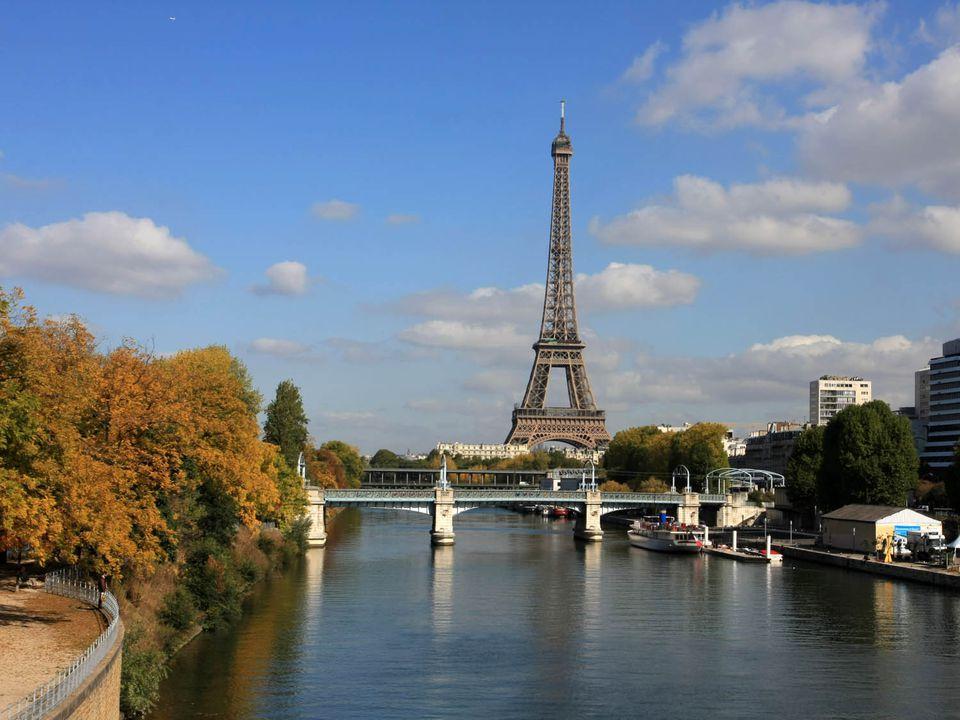 20141103-thanksgiving-paris-shutterstock_18750961.jpg