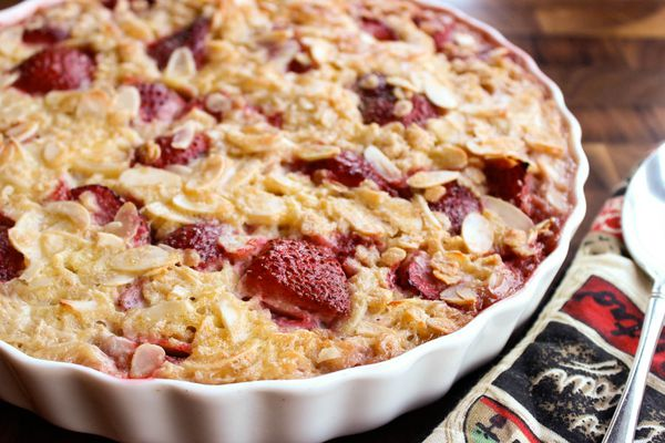 20140805-strawberry-baked-oatmeal.1-yvonne-ruperti-hires.jpg