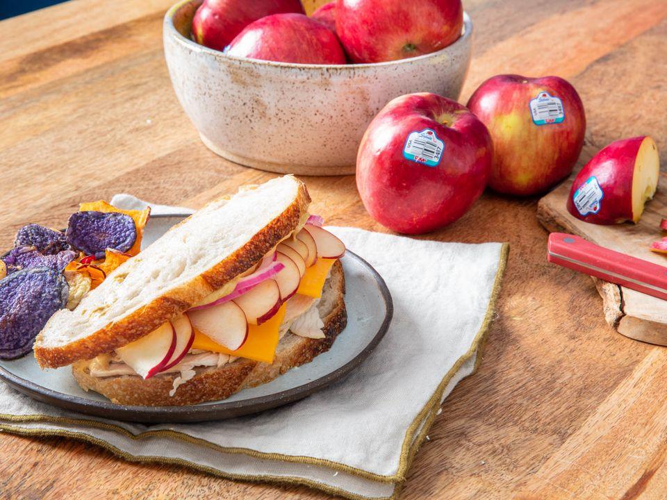 20200727-stemilt-apples-turkey-sandwich-vicky-wasik-4