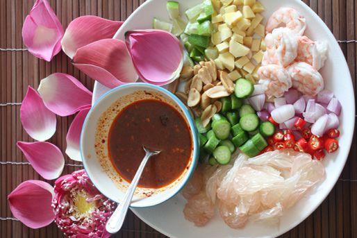 20130114-pomelo-shrimp-one-bite-salad-unassembled.jpg