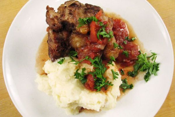 2011131-135447-red-wine-oxtails.jpg