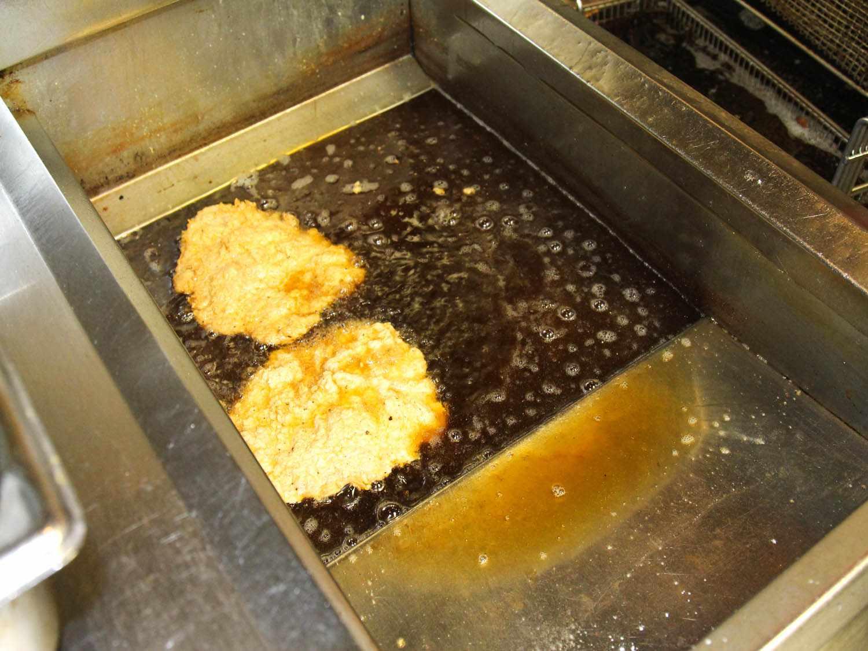 2014-09-25-cfs-steaks-in-fryer-hoovers-melanie-haupt.jpg