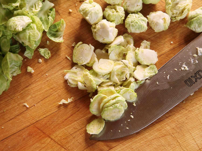 20141022-brussels-sprouts-salad-hazelnut-bacon-3.jpg