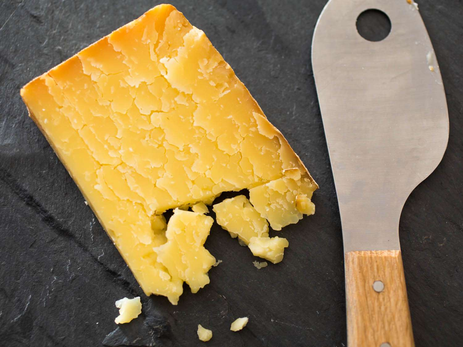 20150206-northeast-cheese-cabot-clothbound-cheddar-vicky-wasik-1.jpg