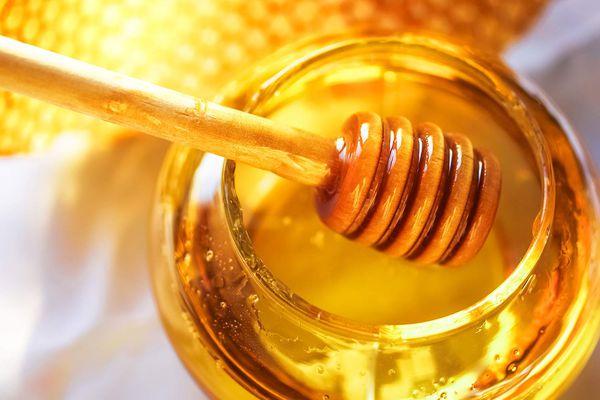 20150909-honey-shutterstock_128327429.jpg
