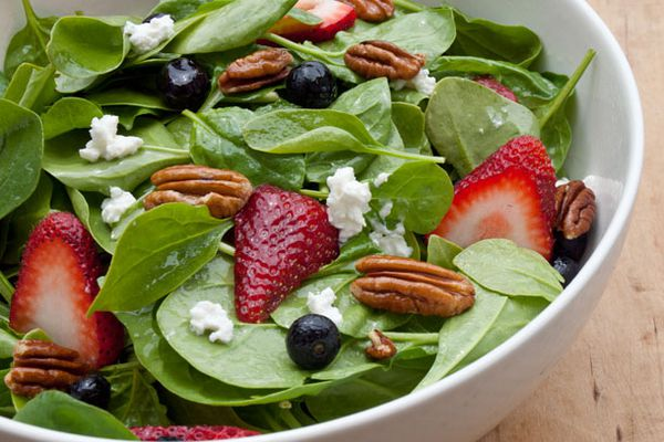 20120523-spinach-berry-salad-primary.jpg