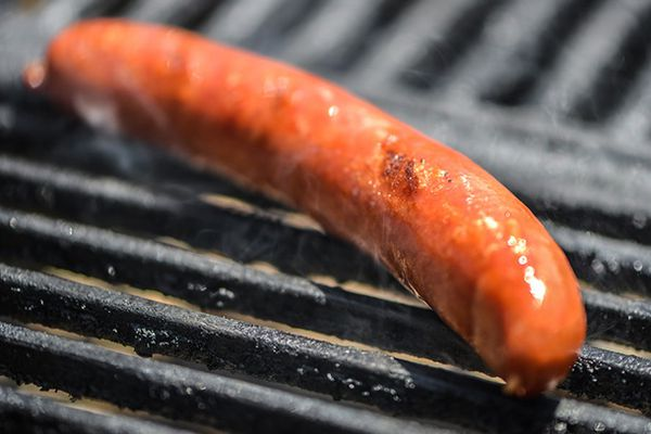 20140508-292404-how-to-grill-hot-dogs.jpg
