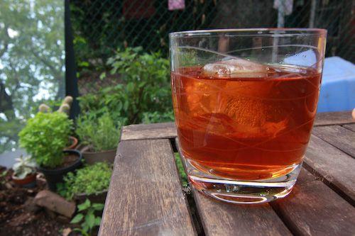 072611-162407-sun-tea-2.jpg
