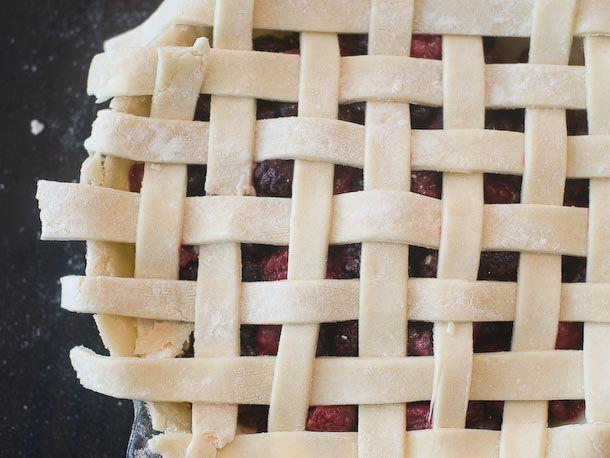 20110719-161461-sweet-technique-pie-crusts-610x458-12.jpg