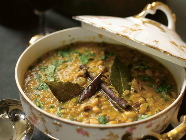 20120224-194445-black-eyed-pea-curry.jpg