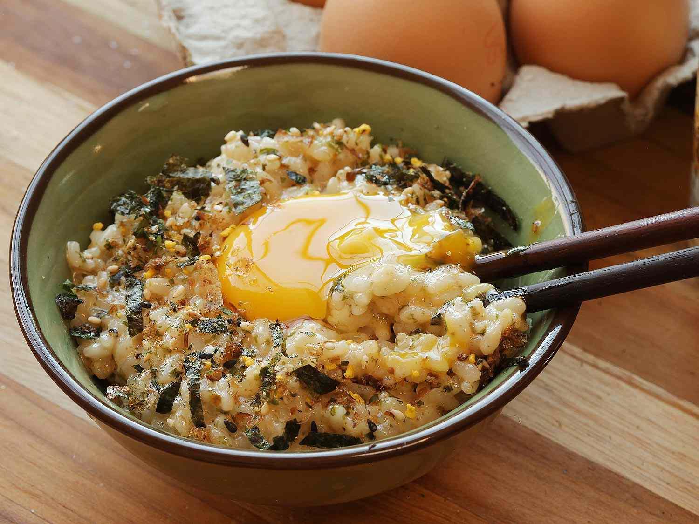 Adding an extra egg yolk to seasoned tamago kake gohan