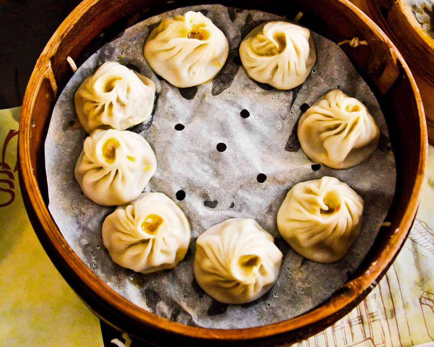 20150523-shanghai-streetfood-xiaolongbao-fionareilly-slide-01.jpg
