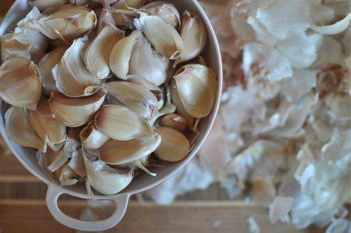 20111030-177361-separated-garlic-cloves.jpg