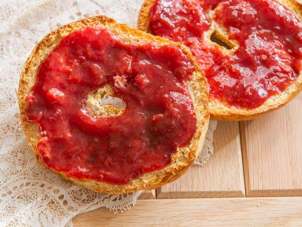 20121101-228502-preserved-strawberry-cranberry-jam.jpg