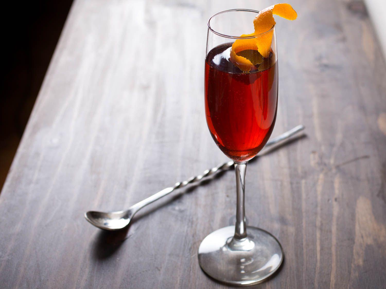 20150618-three-ingredient-cocktails-negroni-sbagliato-vicky-wasik