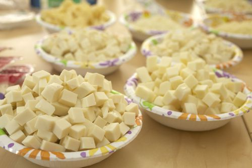 20110224-mozzarella-tasting-wide-01.jpg