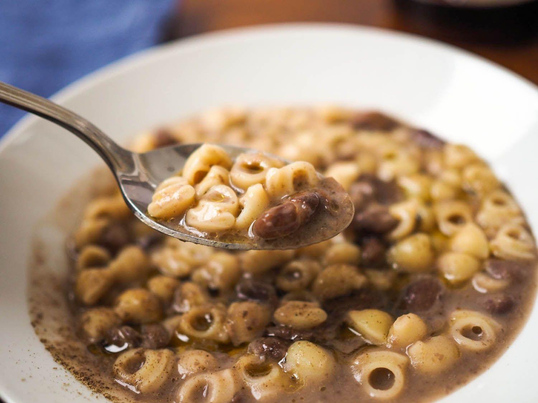20150305-pasta-e-fagioli-chunky-soup-pics-daniel-gritzer-6.jpg