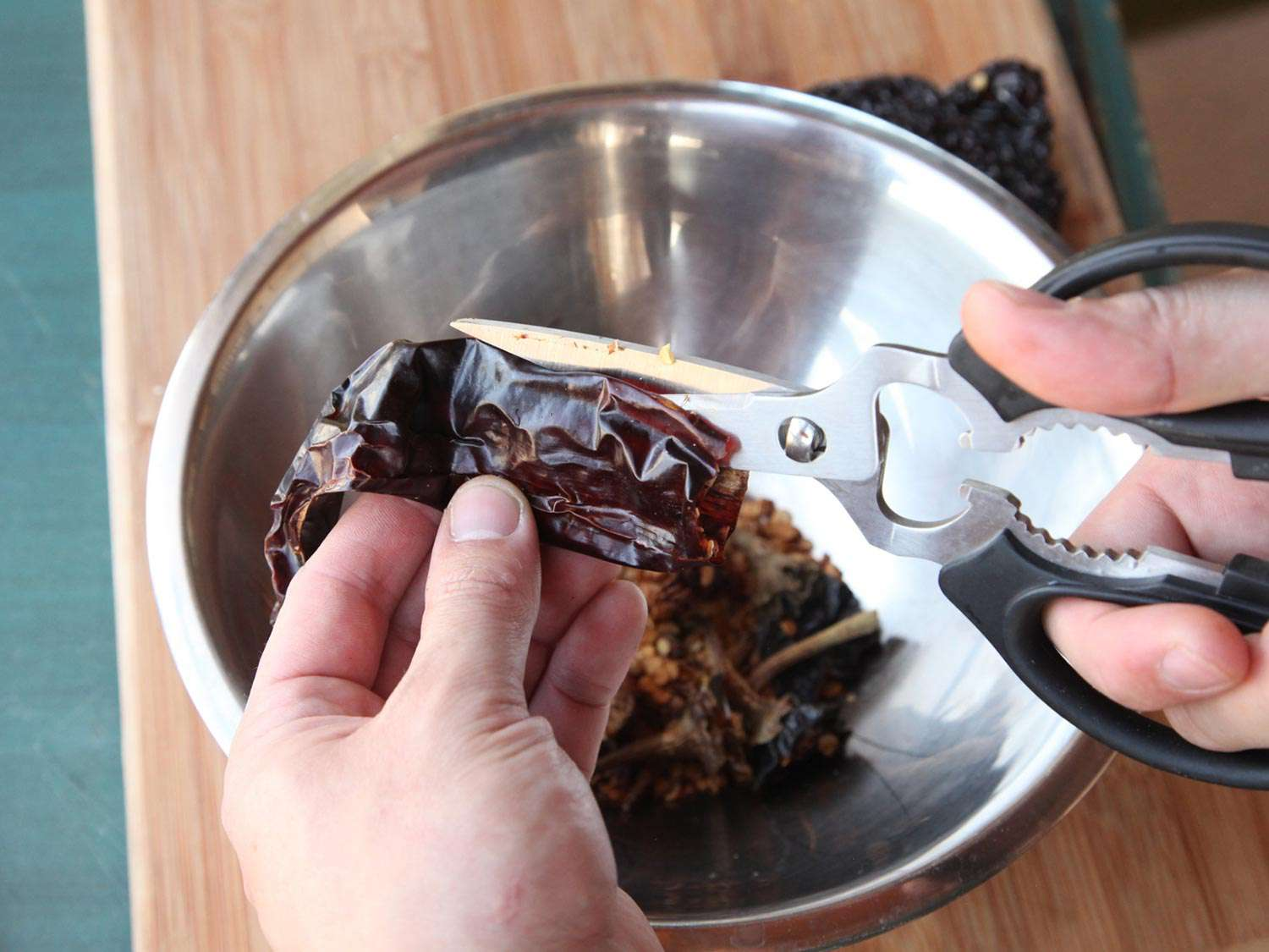 20150205-how-to-clean-chilies-03.jpg