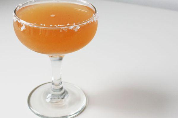 237237-20120116-grapefruit-sriracha-salty-dog.jpg
