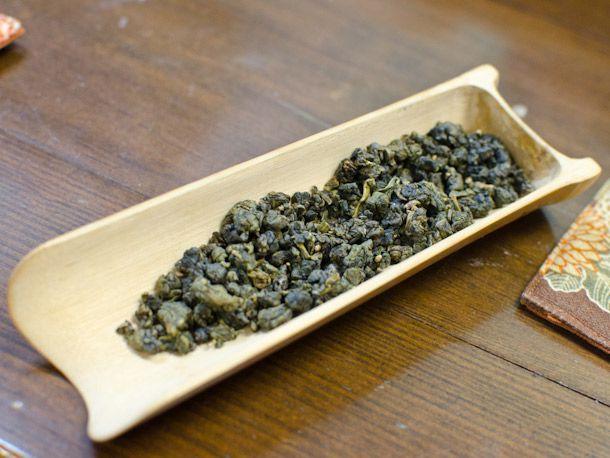Charcoal-Roasted Lishan Oolong tea
