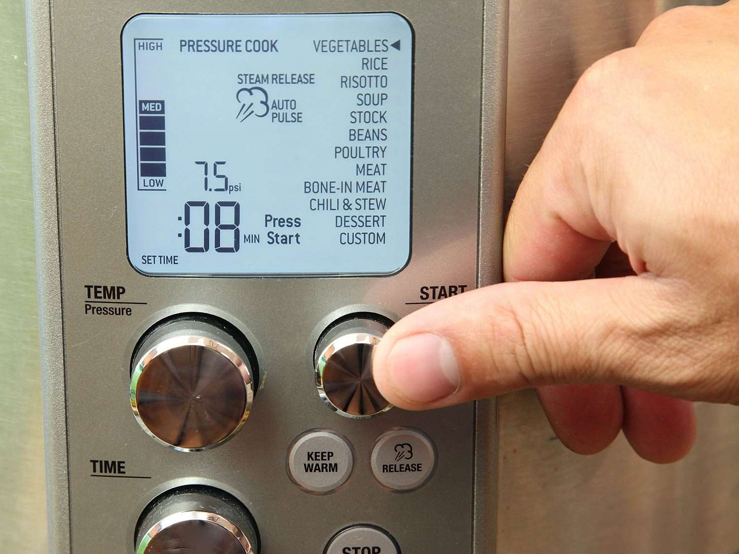 Control panel of the Breville Fast Slow Pro multi-cooker
