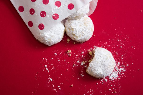 20151110-snowball-cookies-vicky-wasik-018.jpg