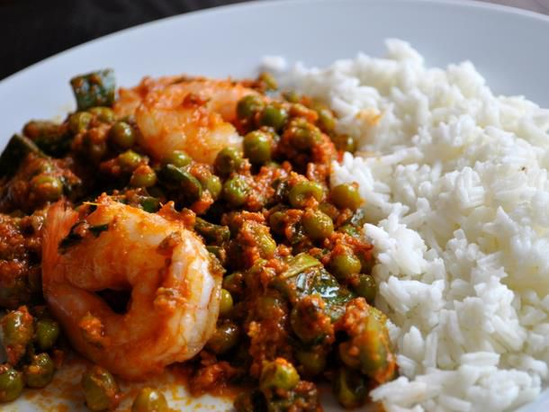 20120131-seriousentertaining-dinnerandamovie-lagaan-shrimpwithgingerandpeas.JPG