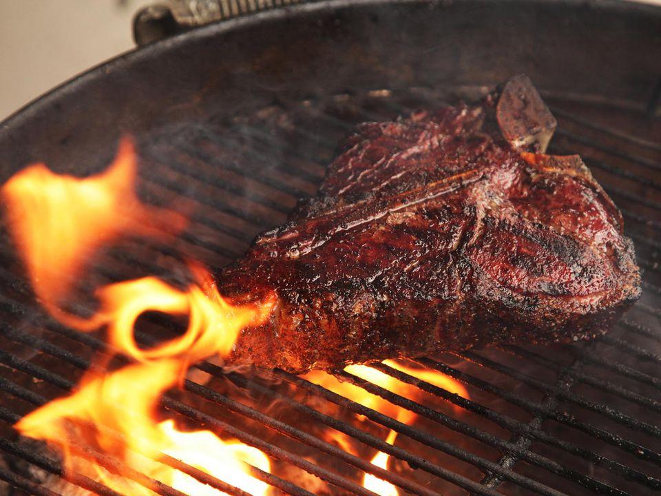 20150831-gas-vs-charcoal-grill-a-kenji-2.jpg