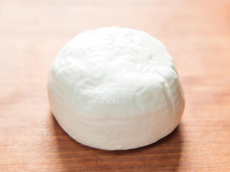 20170607-buffalo-milk-products-vicky-wasik-burrata-di-bufala.jpg
