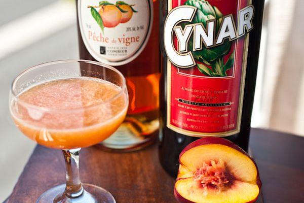 20120810-peach_cocktails-1.jpg