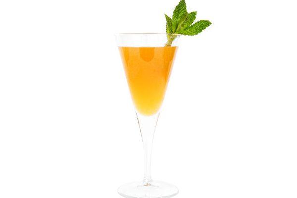 20110408-cocktail-apricot-bellini.jpg