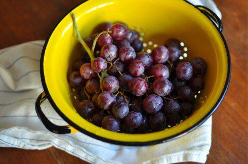 20120220-193789-grapes-colander.jpg