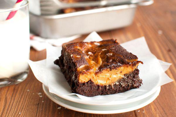 20150121-salted-dulce-de-leche-brownies-nila-jones-8.jpg