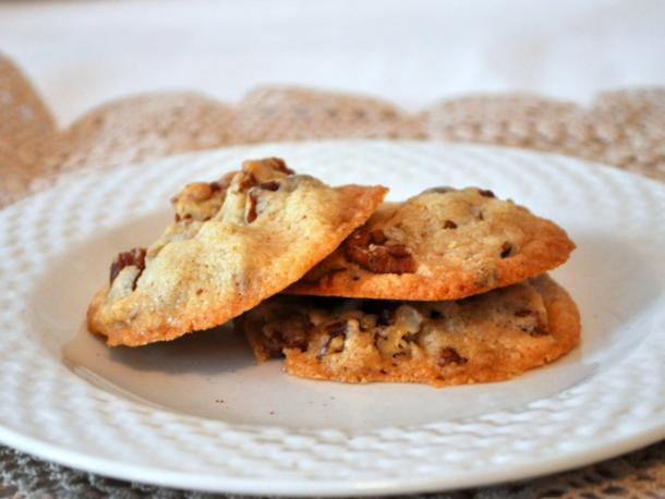 20120327-cookiemonster-pecansandies.JPG