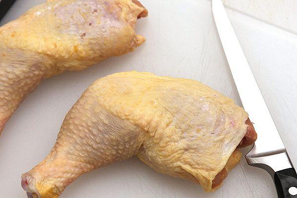 20140403-knife-skills-deboning-chicken-thigh-01.jpg