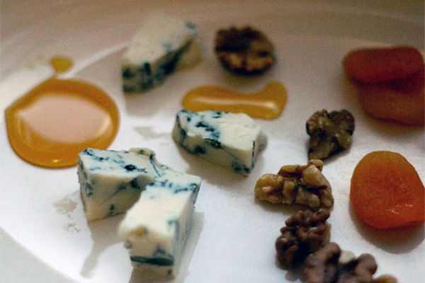 20091021-seitalian-cheeseplate.jpg