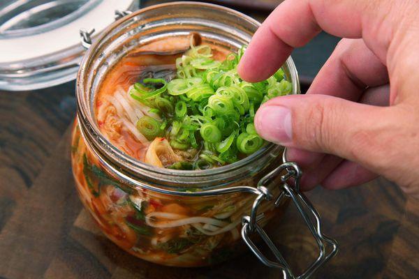 20140929-instant-noodles-diy-recipe-kimchi-beef-15.jpg