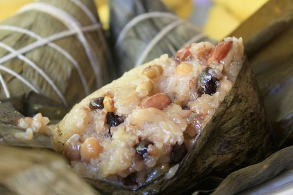 20110527-seriously-asian-banana-leaves-primary.jpg