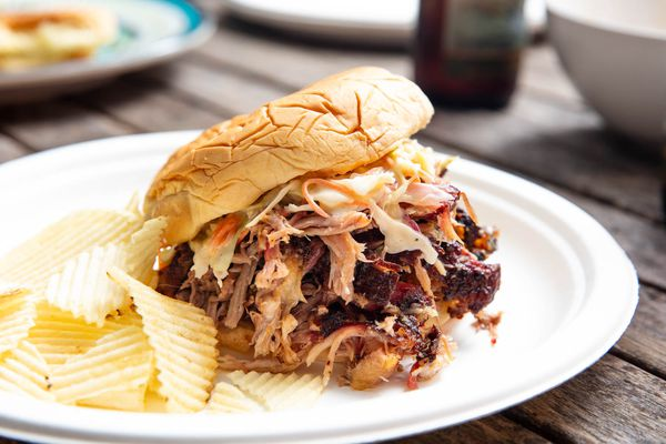20190618-barbecue-smoked-pork-shoulder-pulled-pork-sandwiches-vicky-wasik-18