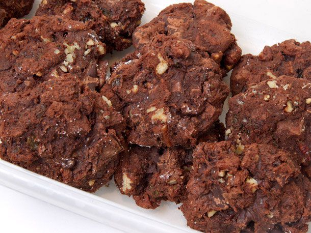 A plate of chocolate chunkers cookies.