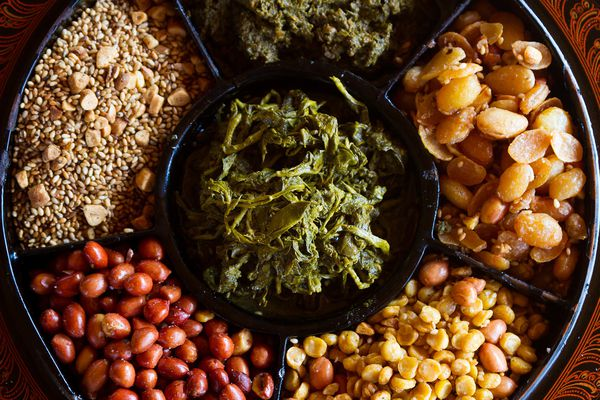 20160126-burmese-tea-leaf-salad-shutterstock_179907764.jpg